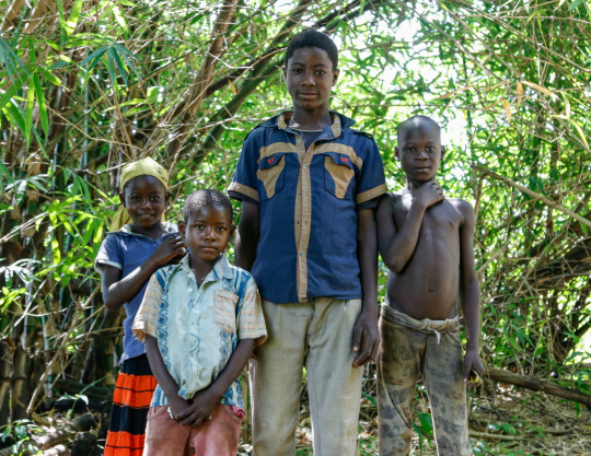 Internally displaced children outside Nzara, South Sudan
