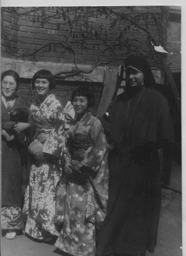 sister virginia flagg of the maryknoll sisters in China 1935 with Japanese women
