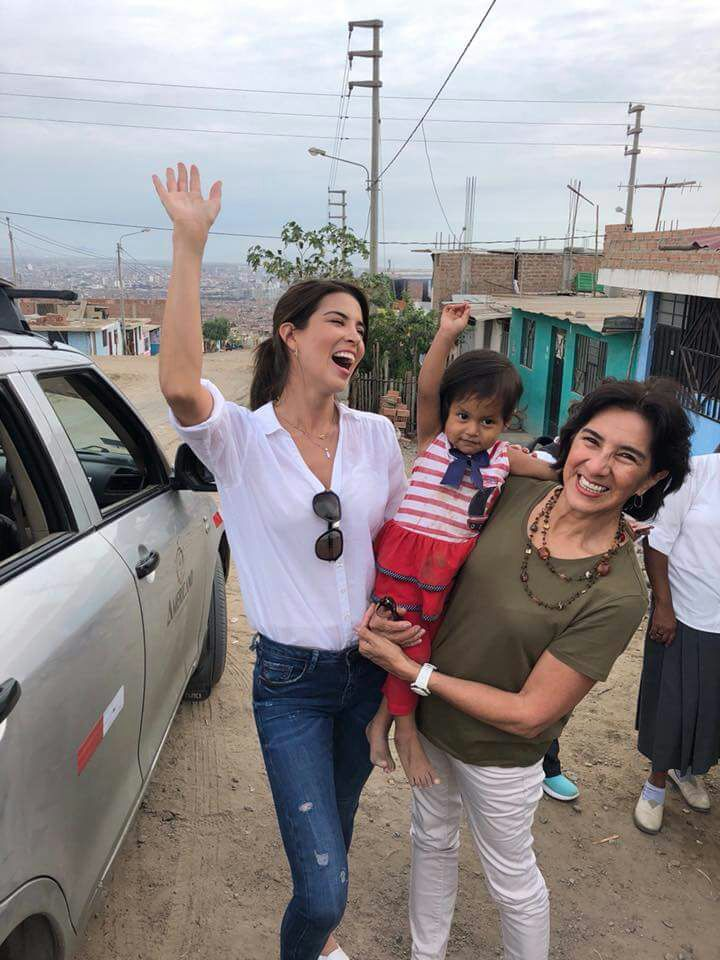 Marie Jose Lora with a woman and child in Trujillo
