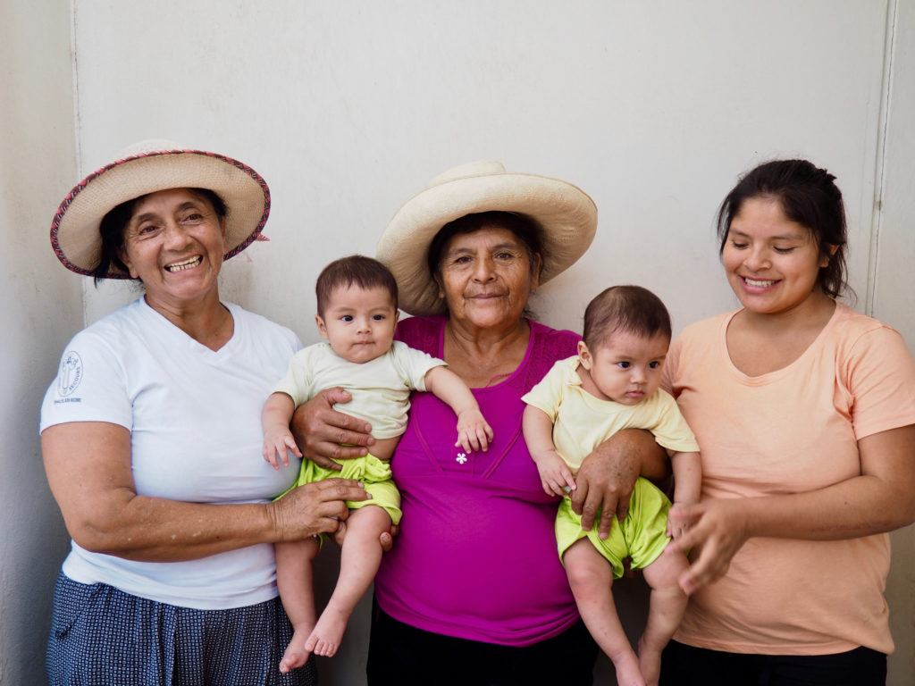 Health promoter Katalina with babies Gohen and Mikel, their grandmother and mother, Peru
