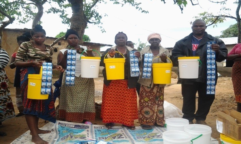 Beneficiaries after receiving P&G water purification materials and buckets.