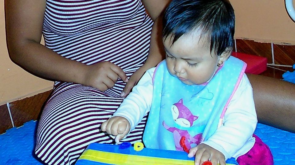 María at playtime - CMMB Peru Angel