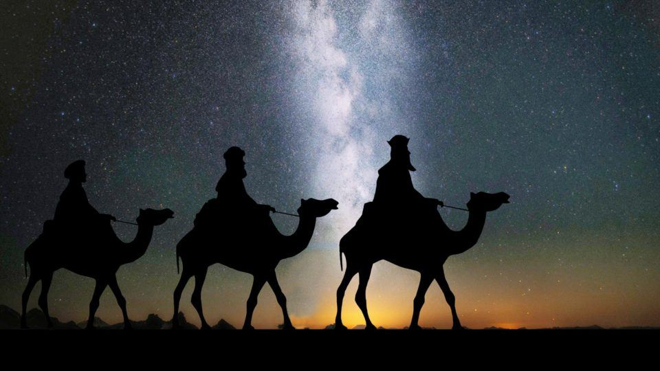 three wise men walk to visit jesus