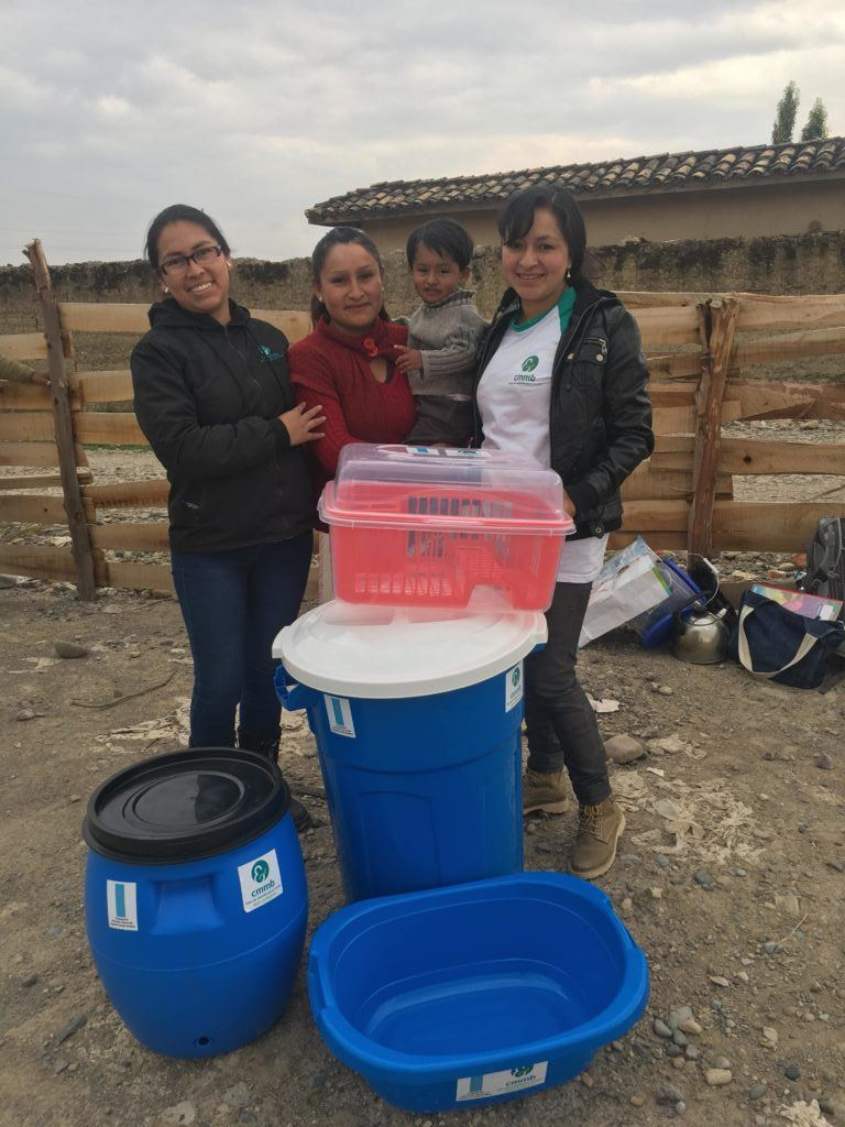 Family in Peru receives a kitchen kit so they can have safe water in thier homes