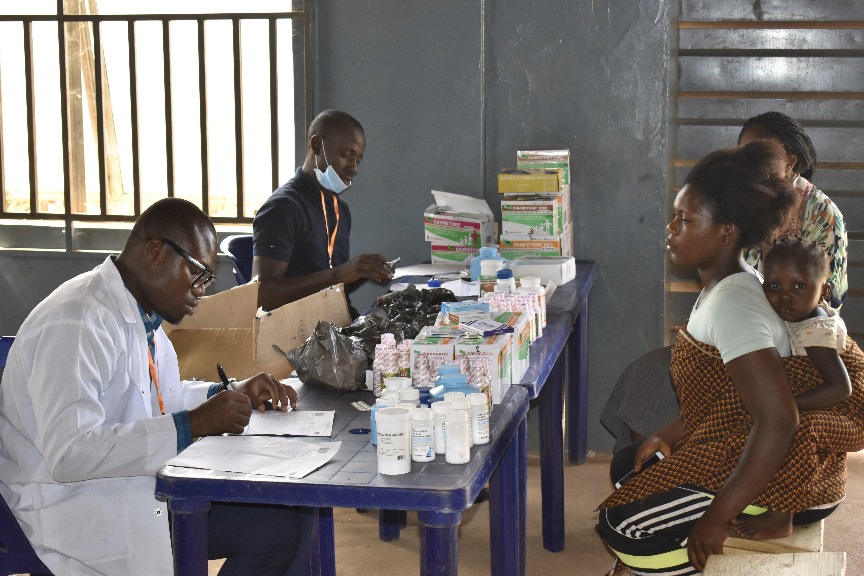 medical donations at cameroonian refugee camp