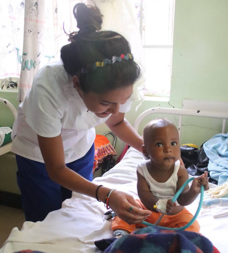 Samantha treats a patient at the Mutomo Mission Hospital 2019