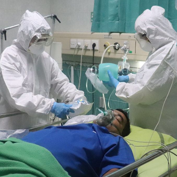 Hospital workers providing oxygen during COVD-19.